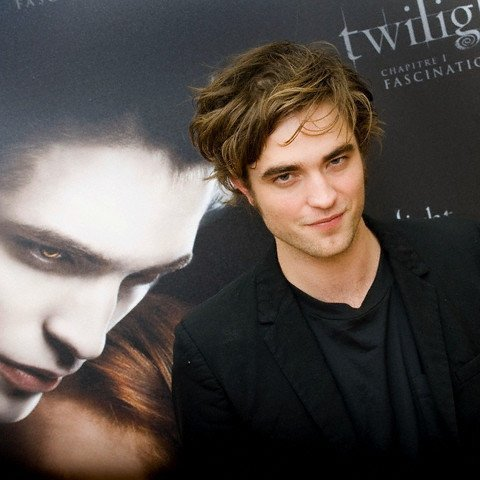 https://i0.wp.com/images2.fanpop.com/images/photos/3200000/Robert-Pattinson-3-robert-pattinson-3290710-480-480.jpg