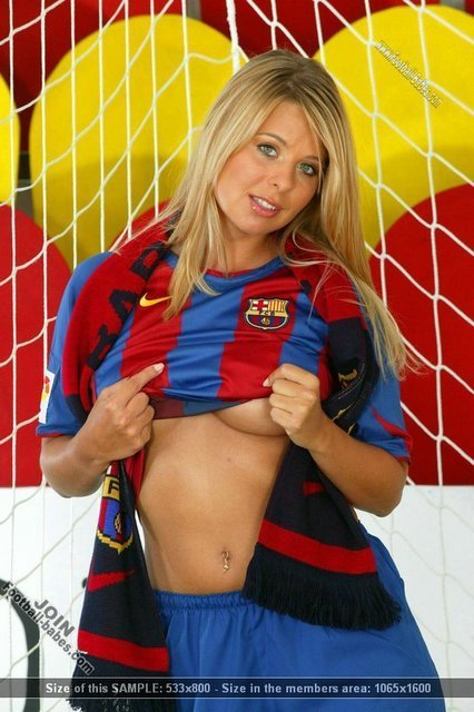 https://i0.wp.com/images2.fanpop.com/images/photos/3500000/barcelona-girl-fc-barcelona-3529095-426-640.jpg