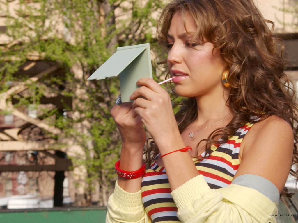 https://i0.wp.com/images2.fanpop.com/images/photos/6700000/Thalia-thalia-6706322-1024-768.jpg