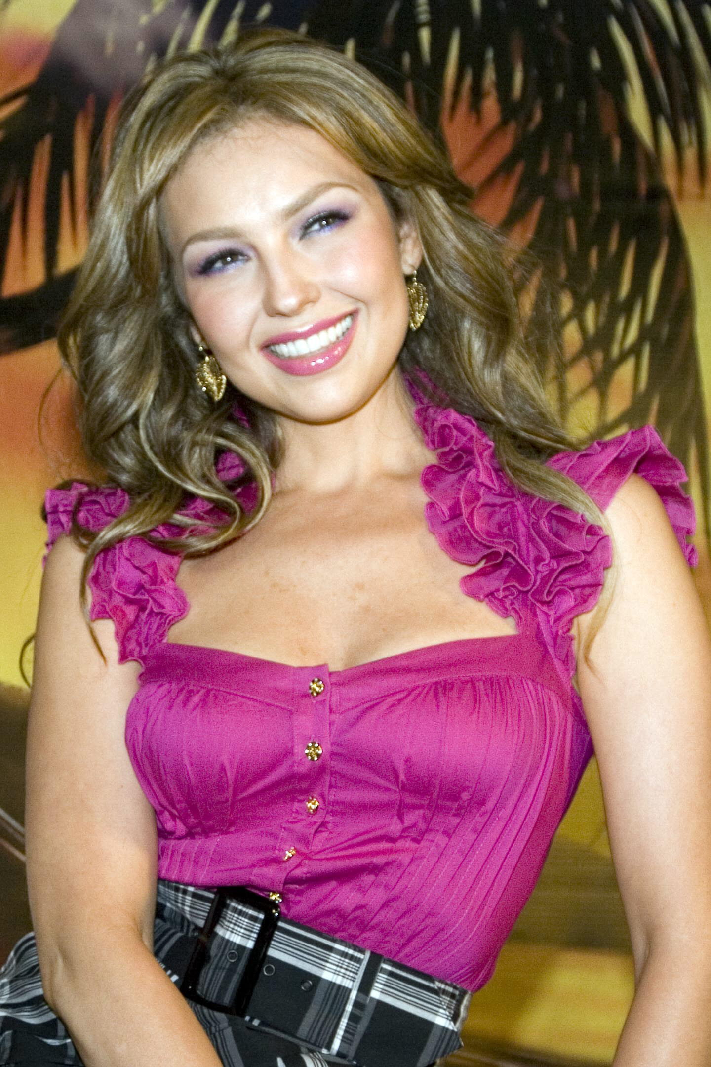 https://i0.wp.com/images2.fanpop.com/images/photos/6700000/Thalia-thalia-6708947-1440-2160.jpg