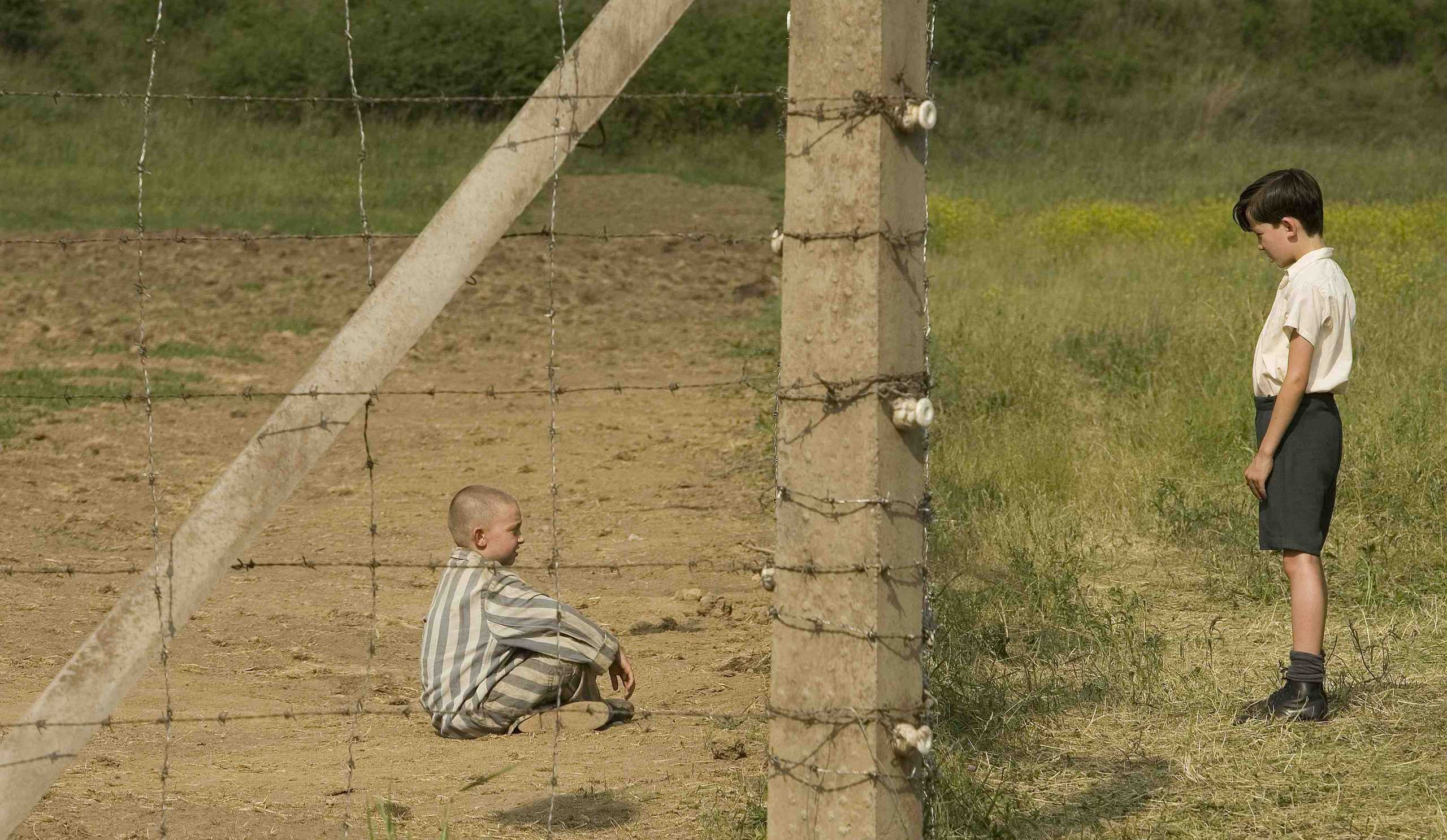 https://i0.wp.com/images2.fanpop.com/images/photos/6900000/The-Boy-In-The-Striped-Pyjamas-the-boy-in-the-striped-pyjamas-6938241-2560-1487.jpg