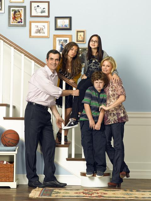 Girl Died Boy Crying Wallpaper Modern Family Images The Dunphy Family Wallpaper Photos