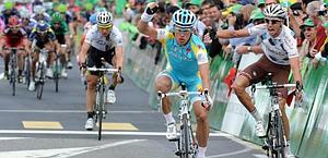 Alexandre Vinokourov vince così la 3/a tappa del Romandia. Bettini