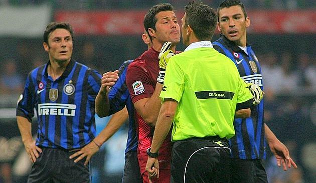 """Lo sfortunato Rocchi in azione """"contro"""" l'Inter"""