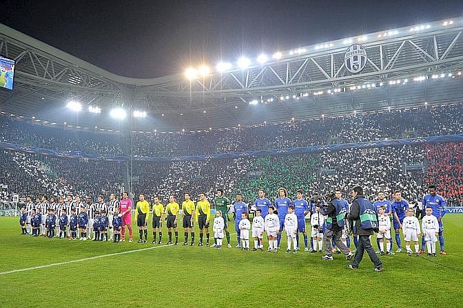 Notte memorabile allo Juventus Stadium: ecco le squadre pronte prima del fischio d'inizio. LaPresse