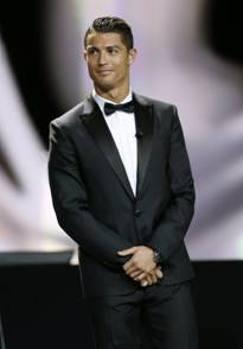 Cristiano Ronaldo premiato a Montecarlo in smoking Dsquared2  La Gazzetta dello Sport