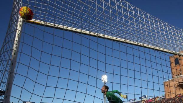 """Il gol di Giaccherini per l'1-0 del Bologna dopo 80"""". Ansa"""