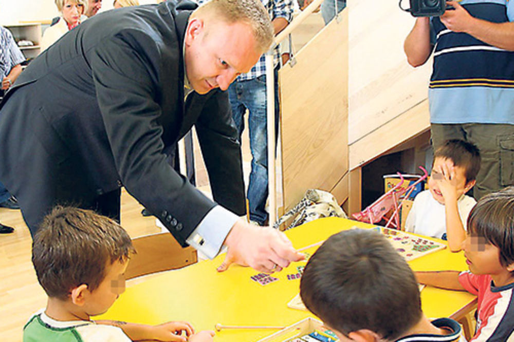 Dragan Đilas, zaposleni bez plate, Grad Beograd, budžet, kasne zarade