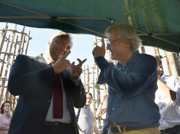 Vittorio Sgarbi con il sindaco Uggetti (a sinistra) a Lodi (foto:Pasqualino Borella)