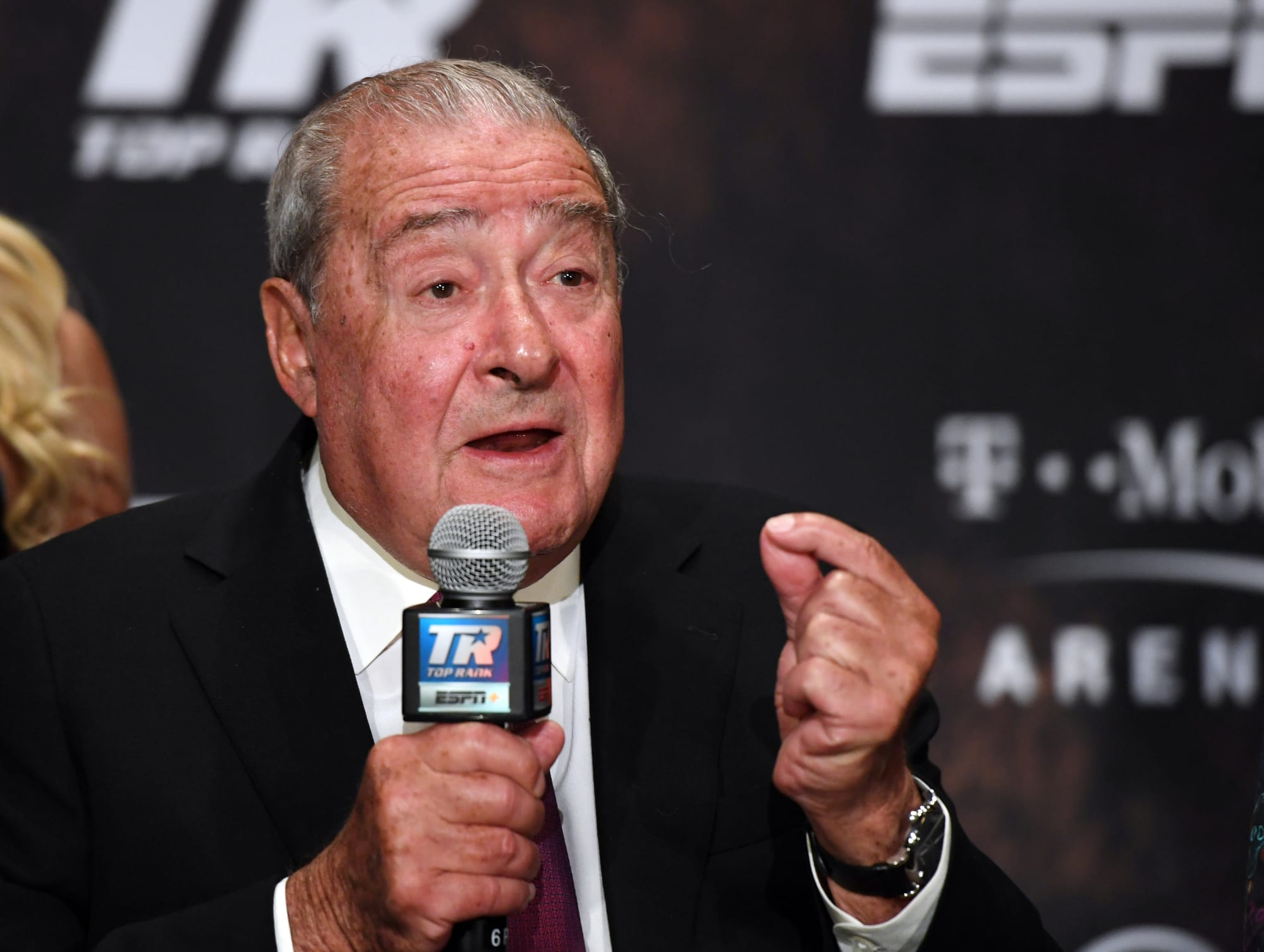 Photo of Bob Arum exposes his vision of boxing live throughout the year