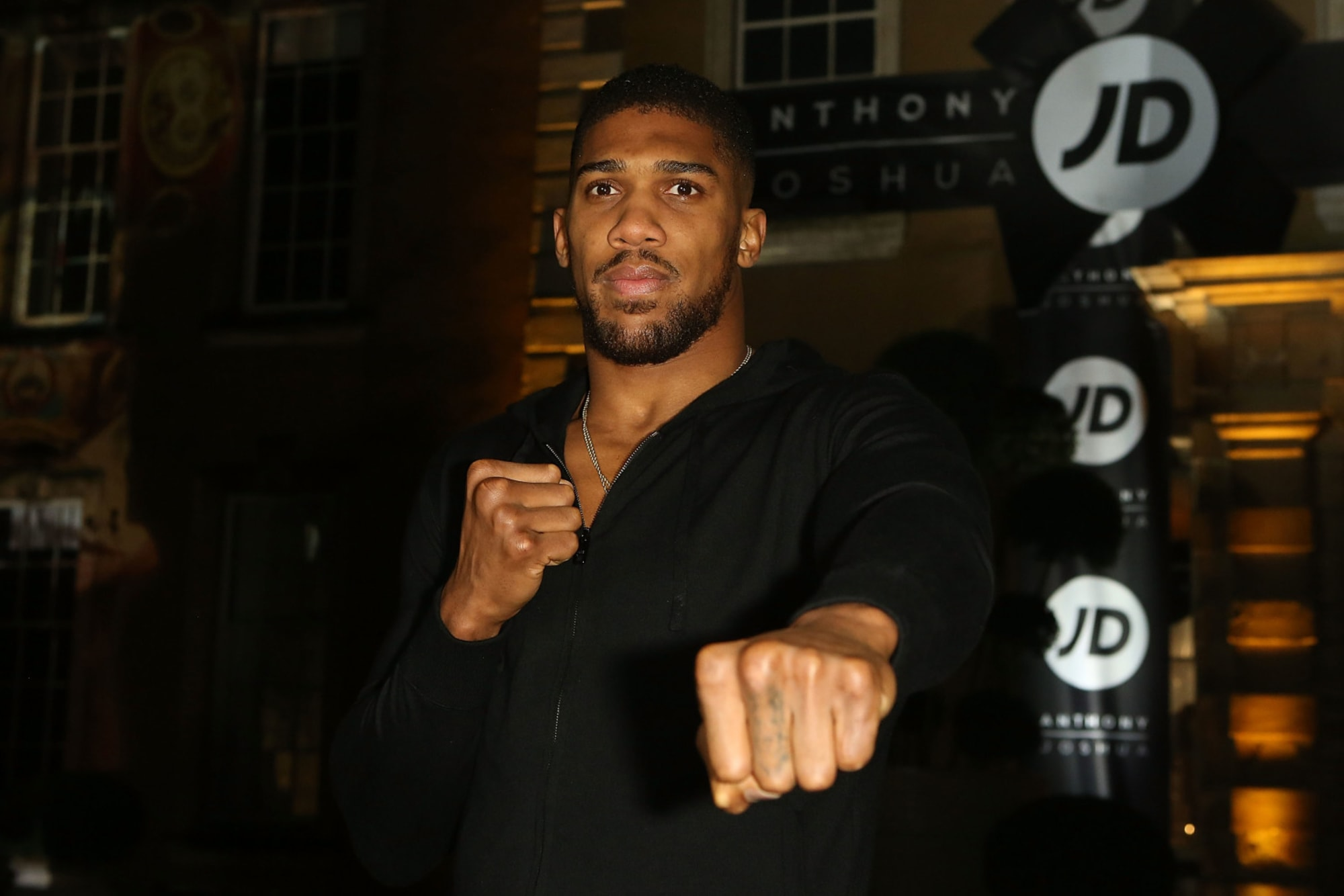 Photo of Heavyweight champion Anthony Joshua delivers moving BLM speech while on crutches