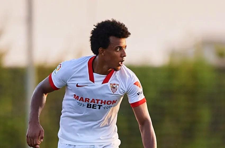Dia bahkan menunjukkan kekesalannya itu kepada klubnya sevilla. Manchester City set to sign Sevilla's Jules Koundé