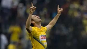 Miguel Layún celebrates a goal with América.