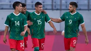 Mexico's Olympic team debuted with the right foot by beating its counterpart in France 4-1.