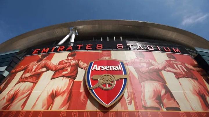 Emirates Stadium del Arsenal FC tras el anuncio de la adquisición de Stan Kroenke