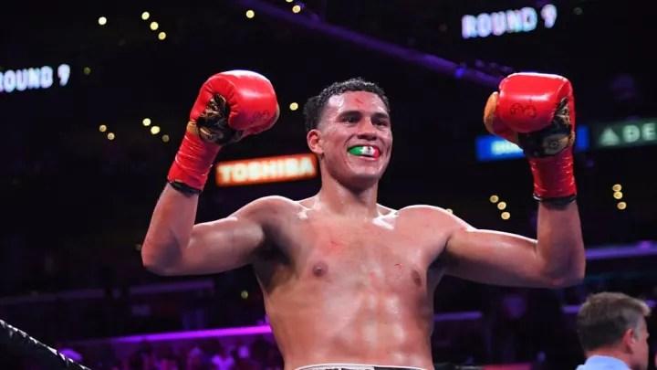 Benavidez se convirtió en el 2017 en el campeón más joven de la historia con el cinturón de la CMB al vencer a Ronald Gavril