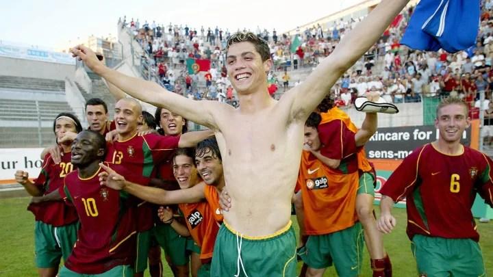 Portugal's forward Ronaldo Cristiano (C)