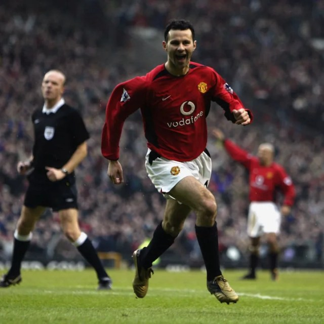 Ryan Giggs of Manchester United celebrates scoring the opening goal of the match
