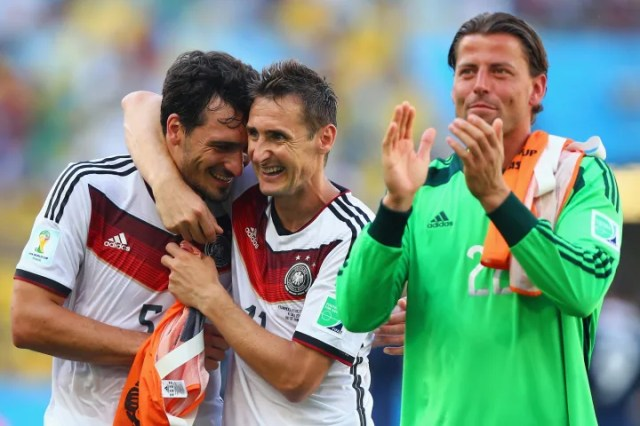 Mats Hummels is congratulated after his goal against France