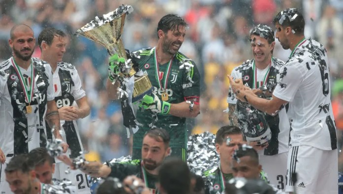 TURIN, ITALY - MAY 19: Gianluigi Buffon of Juventus FC lifts the Serie A trophy in his last match for the club as he celebrates winning the championship with team-mates at the end of the serie A match between Juventus and Hellas Verona FC at Allianz Stadium on May 19, 2018 in Turin, Italy. (Photo by Emilio Andreoli/Getty Images)