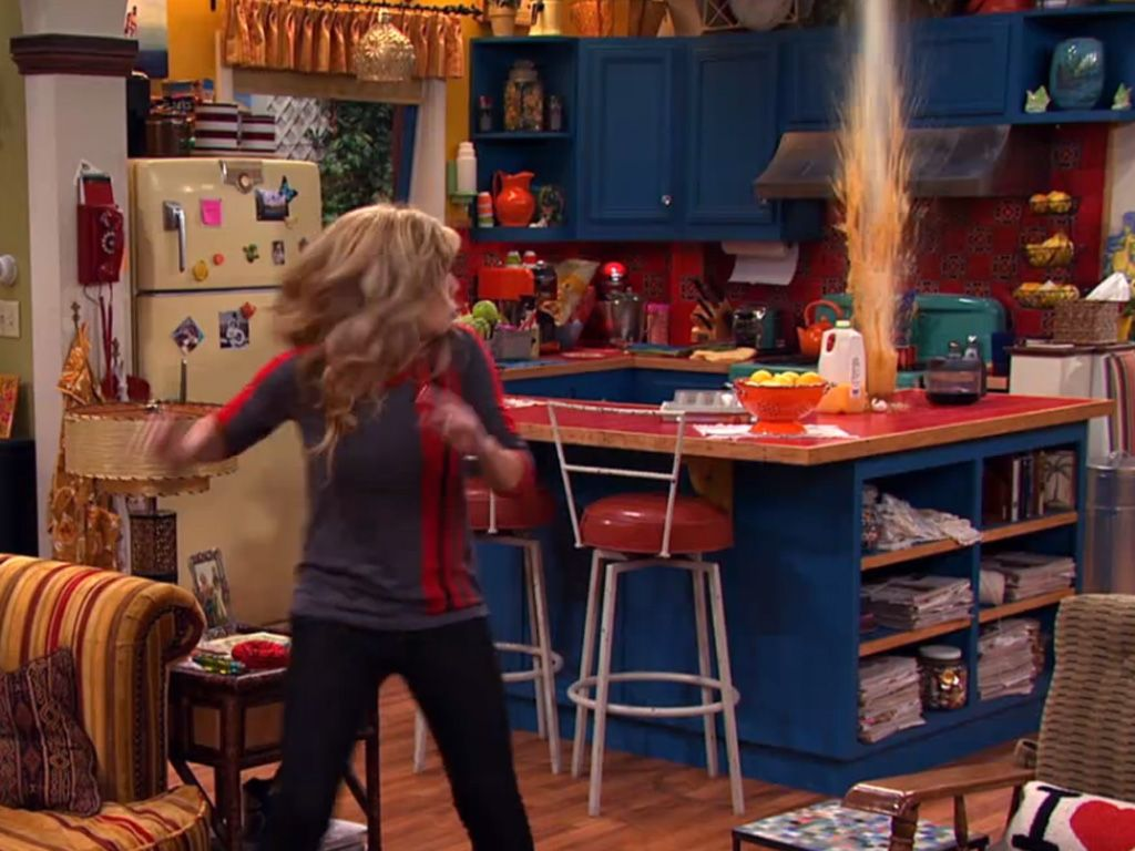 sam and cat sofa bed trick tufted beige ariana jennette 39s 26 funniest moments