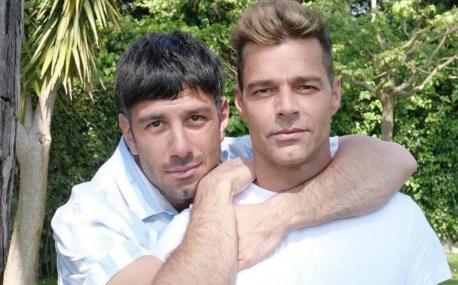Ricky Martin provoca CONTROVERSIA por video besando a su esposo