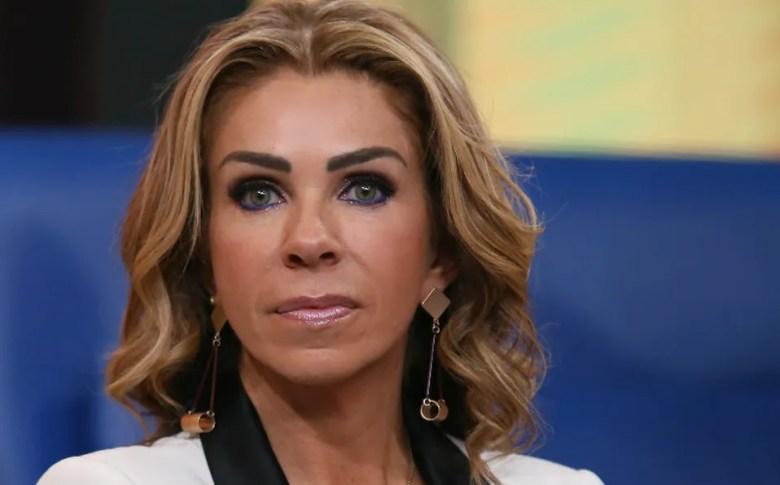 Rocío Sánchez Azuara da una entrevista luego de la muerte de su hija