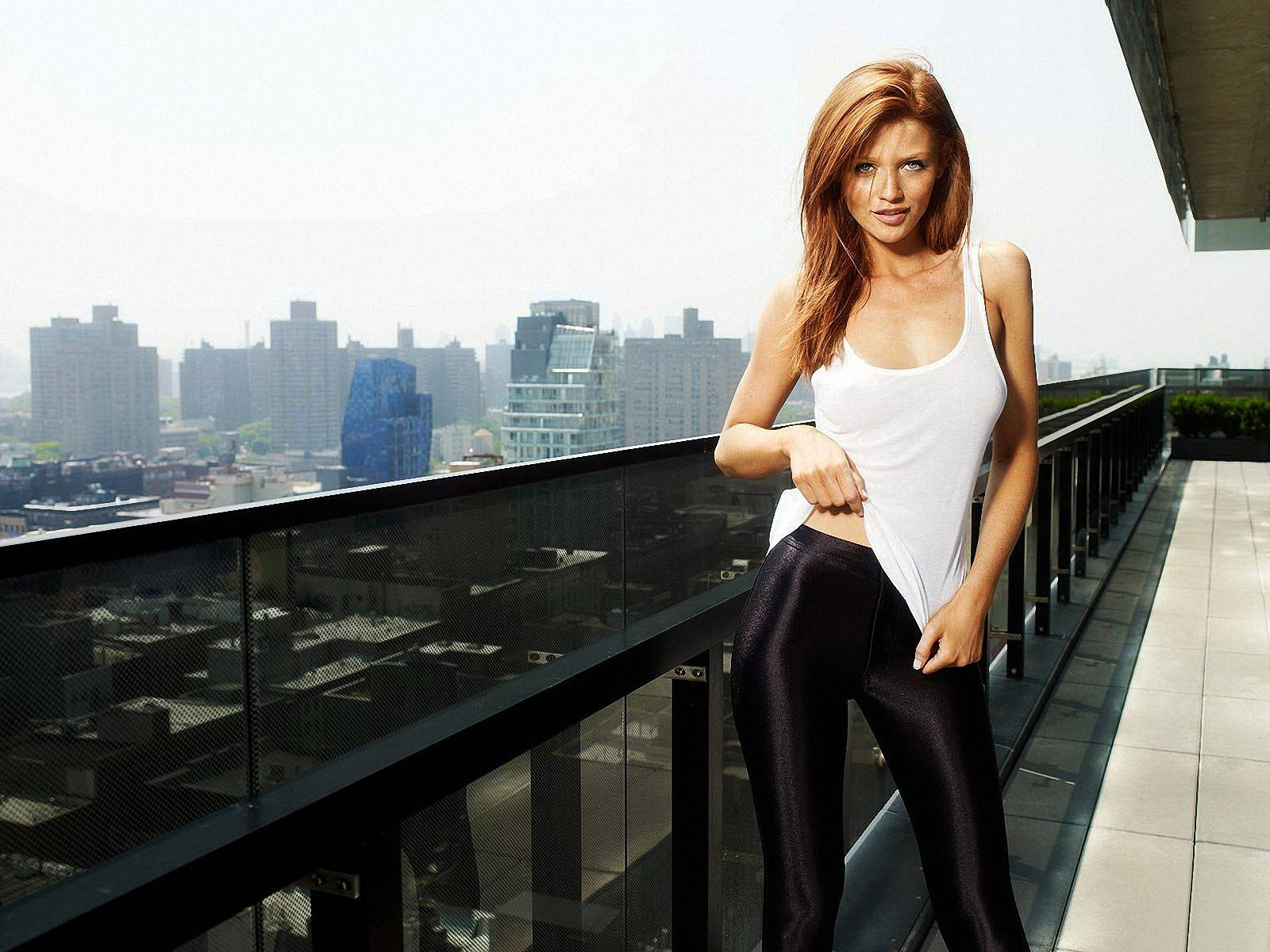 Girl In Yoga Pants Wallpaper Cintia Dicker Wallpaper And Background Image 1600x1200