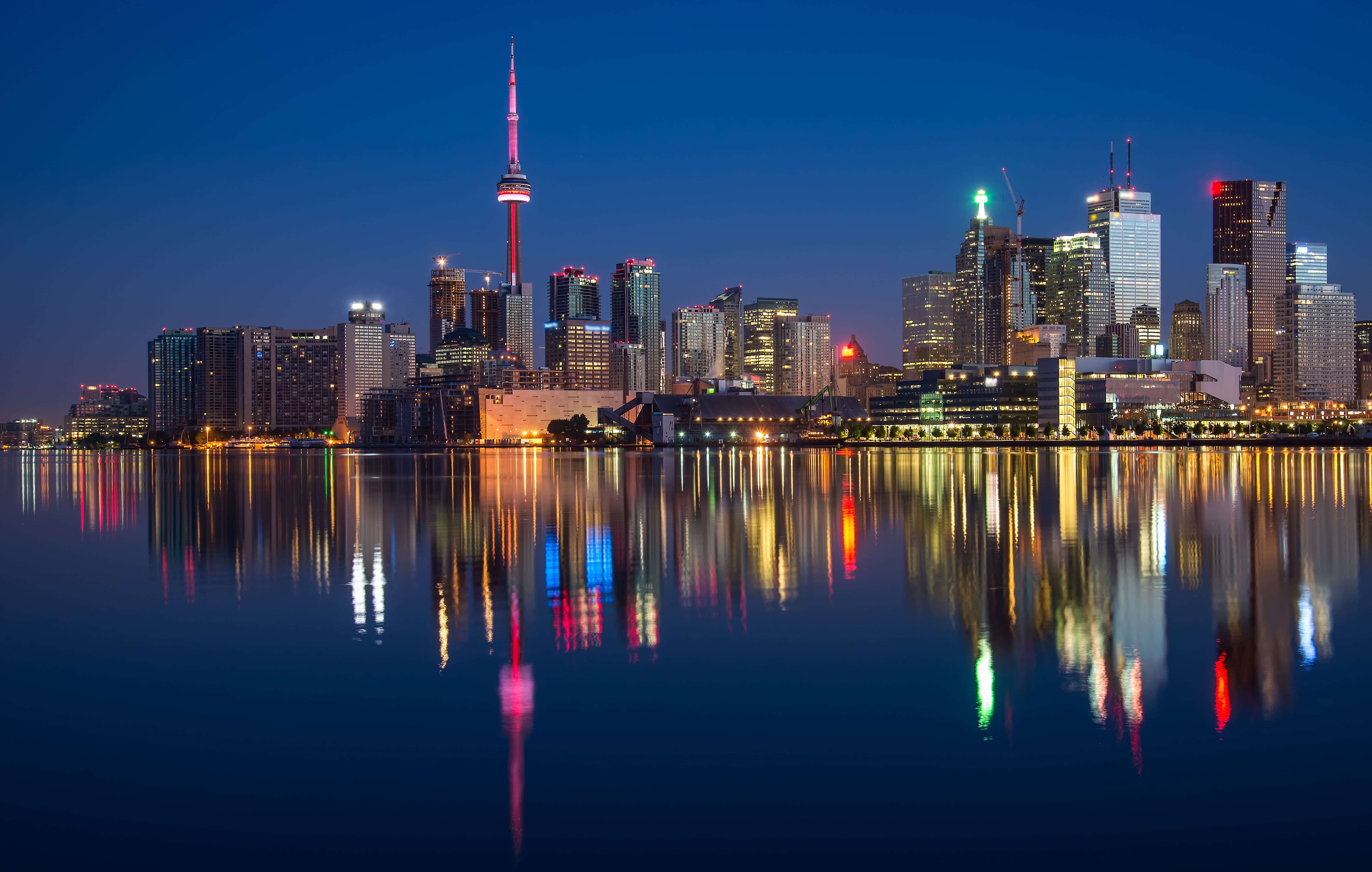 Iphone X Dynamic Wallpaper Download Cn Tower And Polson Street Pier Toronto Canada 5k Retina