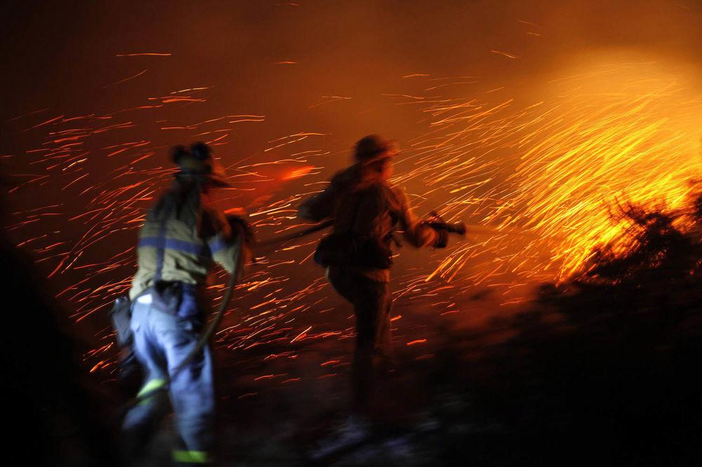 PACIJENTI SKAKALI SA ZGRADE: Četiri osobe stradale u požaru u kineskoj bolnici!