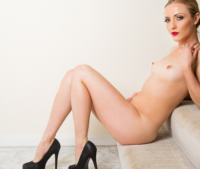 Click Here To Play Karla Kush Fucking In The Couch With Her Bubble Butt Vr Porn