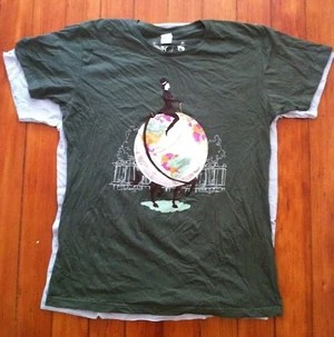 American Apparel women's 2XL tshirt laid over a men's L.  The women's tshirt is slightly smaller in diameter than the men's.