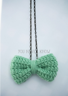 Bow necklace free crochet pattern