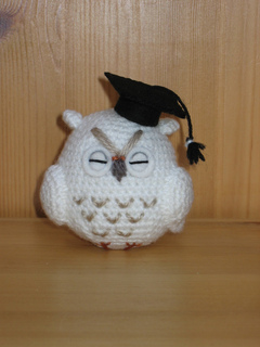 Crocheted graduation owl pattern