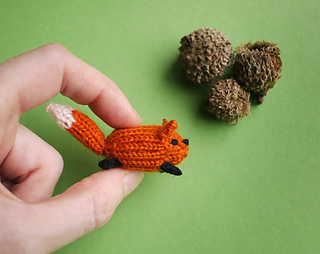 Tiny knitted fox - Mochimochi Land