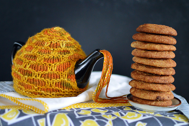 Honeycomb Tea Cosy by Evin Bail O'Keeffe from Bake Knit Sew