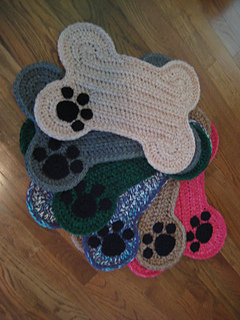 Ravelry Dog Bone Floor Placemat pattern by DACcrochet