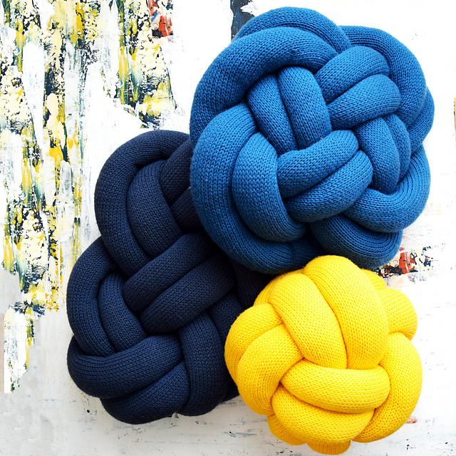 knit knot pillows pattern by erin black