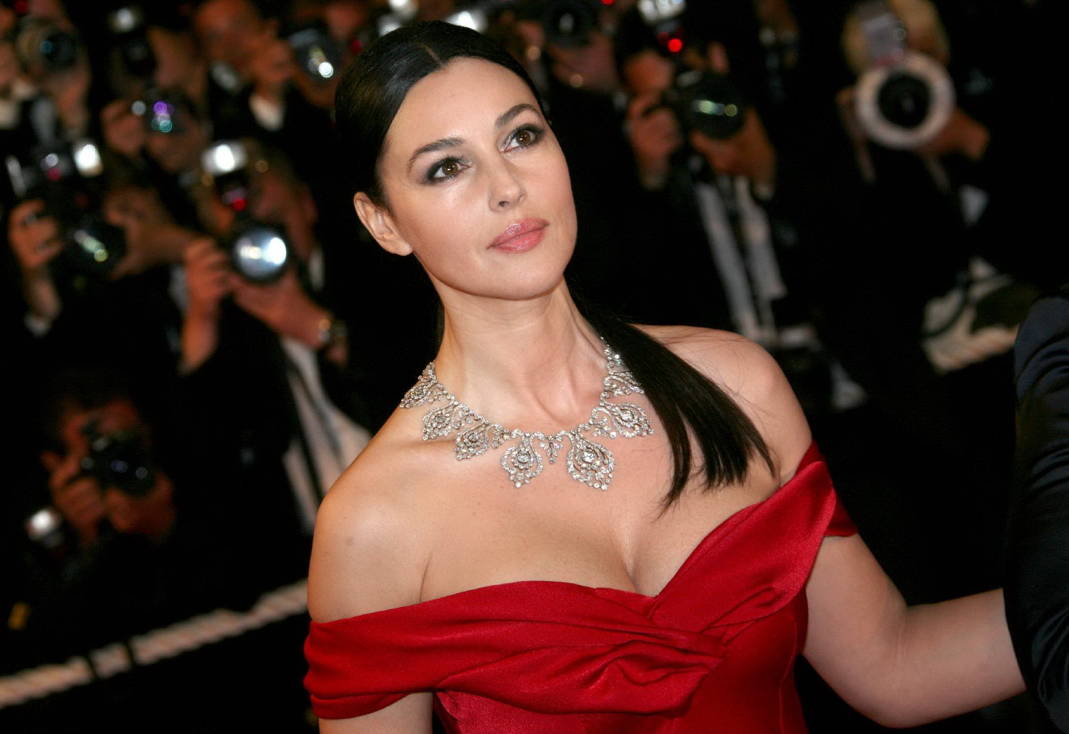 James Bond Iphone Wallpaper Monica Bellucci Hd Wallpaper Background Image