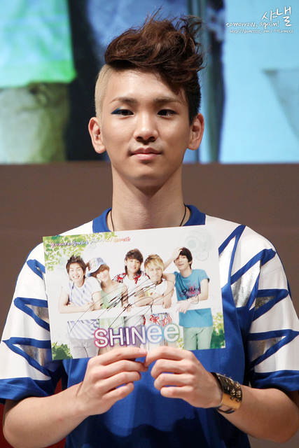https://i0.wp.com/images4.fanpop.com/image/photos/14600000/SHINee-key-shinee-14697032-427-640.jpg