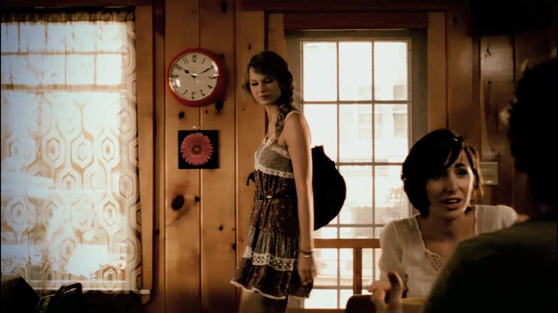 'Mine' music video screecaps - Speak Now Image (17687261) - Fanpop