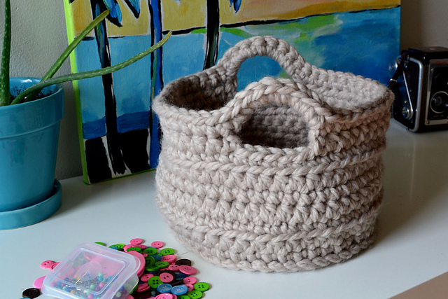 Crochet in color - Chunky crocheted basket
