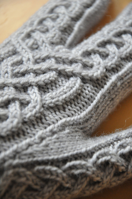 glitten handschuhe fäustlinge aus drachenwolle stricken
