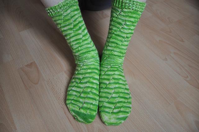 Drachenwolle Sockenwolle Limette Sunday Swing Socks