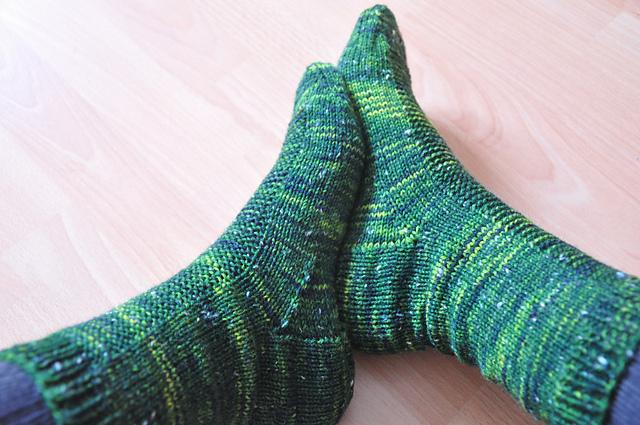 rye socken drachenwolle 6fach tweed sherwood allemeinekleider kal 2014 grün