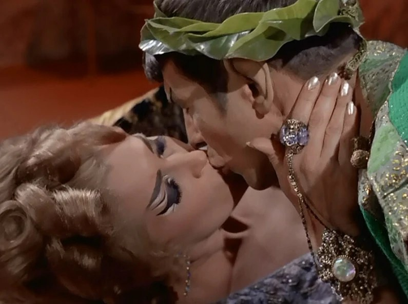 File:Chapel and Spock kiss.jpg