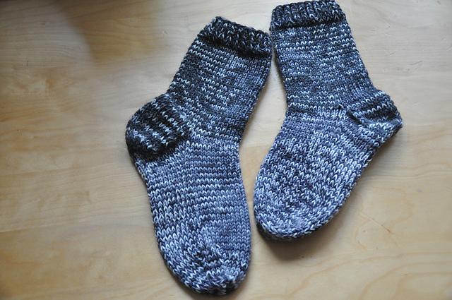 dicke Restesocken aus 6-fach Sockenwolle mit doppeltem Faden gestrickt