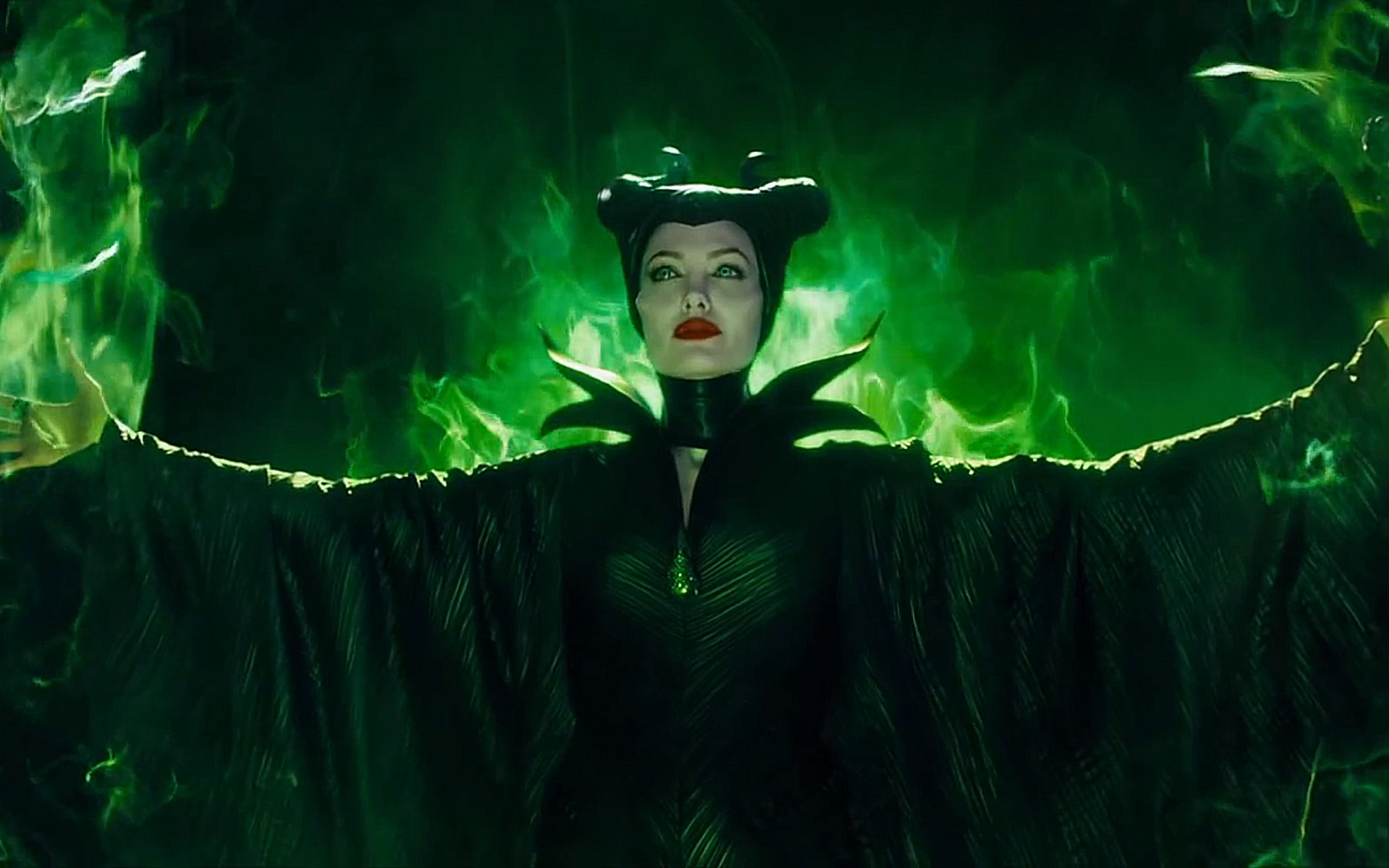 Angelina Jolie in Malificent Full HD Wallpaper and
