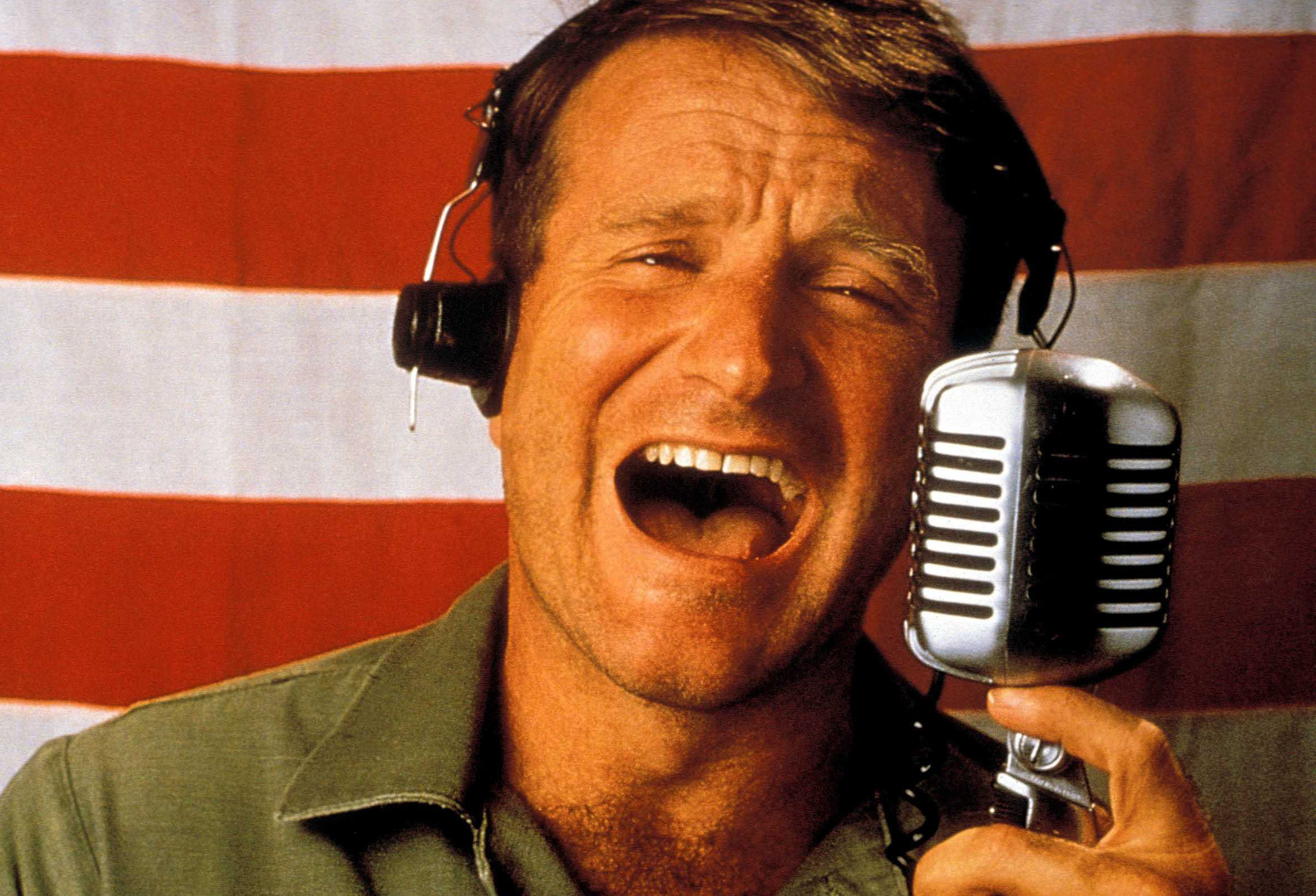 https://i0.wp.com/images5.fanpop.com/image/photos/25300000/Good-Morning-Vietnam-robin-williams-25340599-2348-1599.jpg