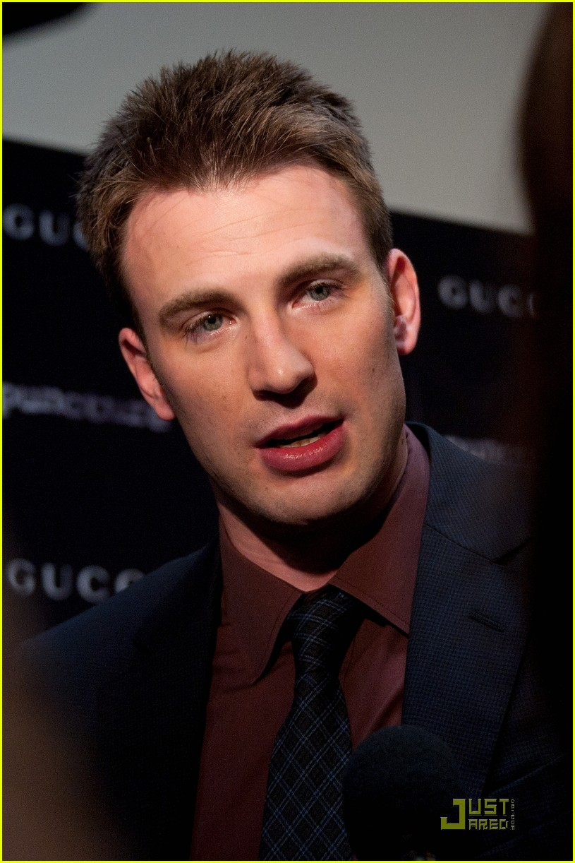 https://i0.wp.com/images5.fanpop.com/image/photos/25400000/Chris-Evans-Premieres-Puncture-in-NYC-chris-evans-25458868-815-1222.jpg